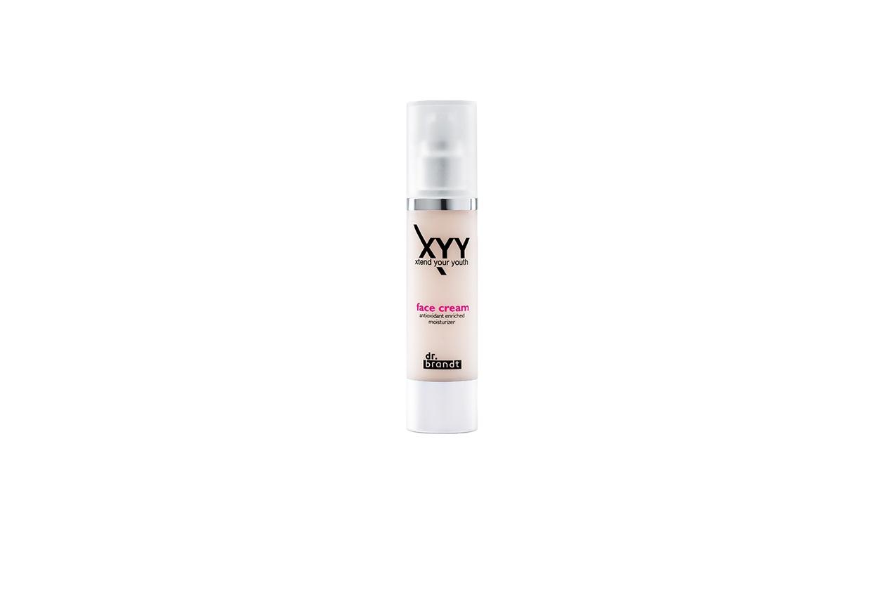 Dello stesso brand la XYY Face Cream dalla texture long lasting che resiste al sudore e alle intemperie per un incarnato sempre più fresco e levigato