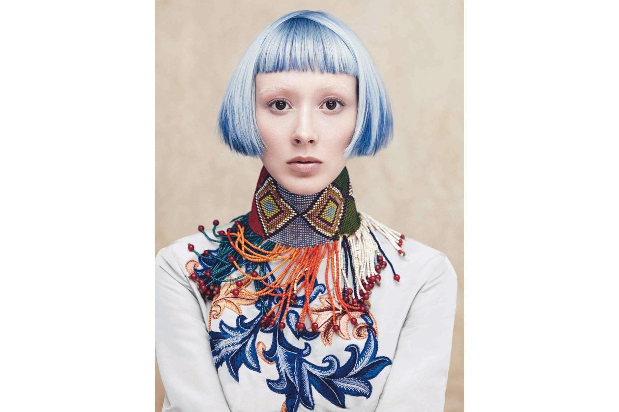 Ian Michael Black, Aveda's Artistic Director for Hair Color, dice: «Se si decide per il blu, noi possiamo arricchirlo con particolari sfumature»