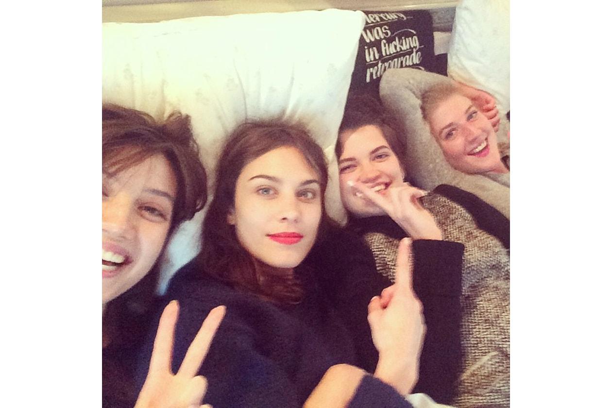 "Pixie Geldof: «There was 4 in the bed and the little one said ""SALLLLLLYYYYY (C'erano 4 persone a letto e la più piccola ha detto Sally!)»"