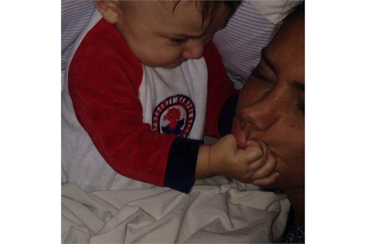 Un po' meno rilassato il bedstagram di Belen Rodriguez con il figlio Santiago