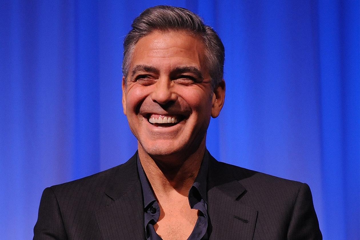 Per le riprese di «Gravity» George Clooney si è fatto montare una spiaggia artificiale fuori dalla sua roulotte campo da basket e vasca idromassaggio