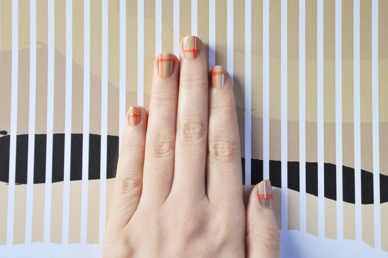 4. Soft Tartan – manicure
