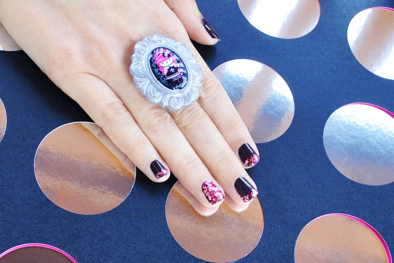 6. Disco Glam – manicure