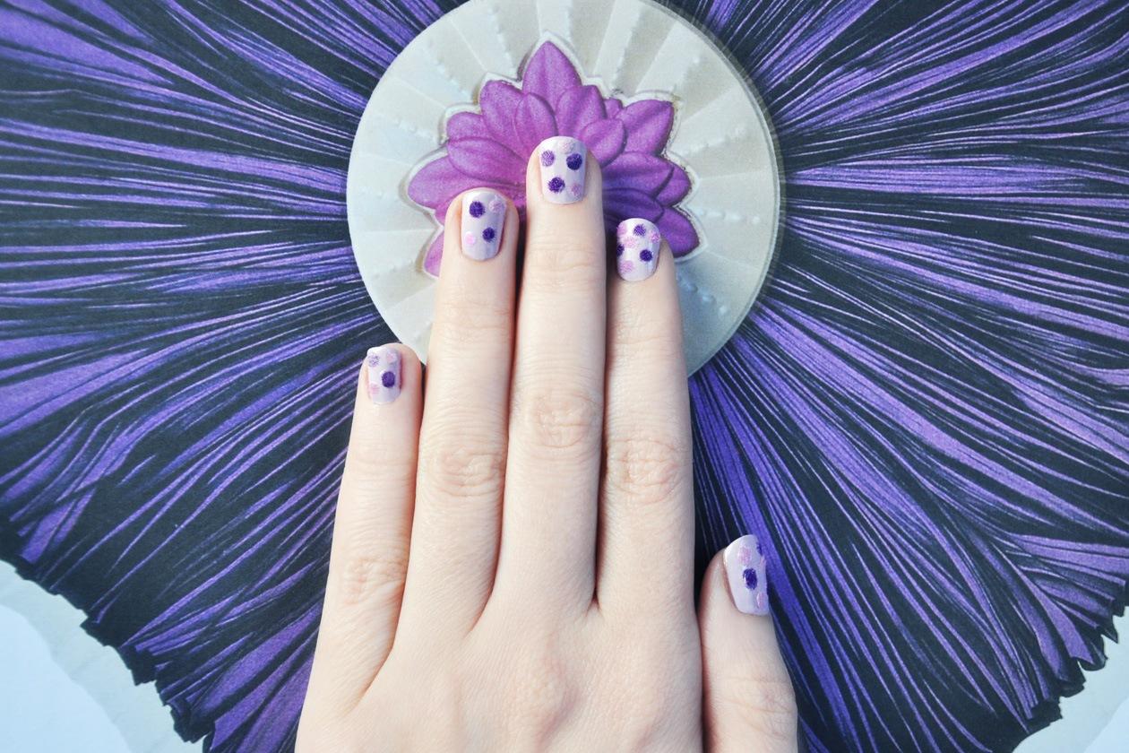 8. Fluffy Polka Dot – manicure