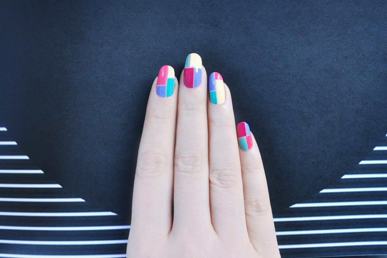 9. Color Blocking – manicure