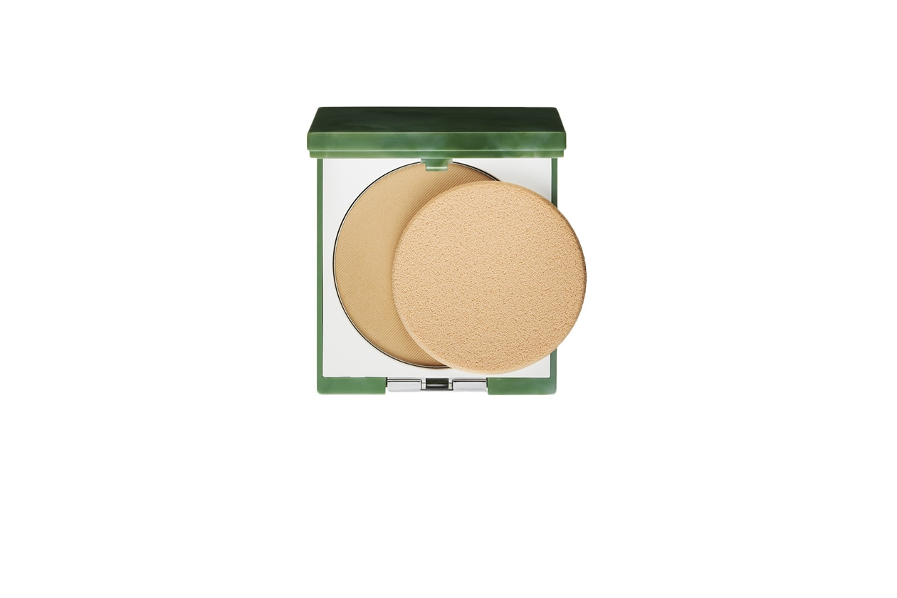 BEAUTY Daria Werbowy Clinique Stay Matte Sheer Pressed Powder Oil Free