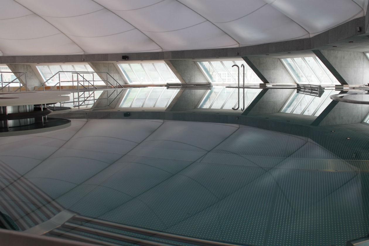 Dalla piscina della Splash&SPA si può godere di un bellissimo panorama sull'intera struttura