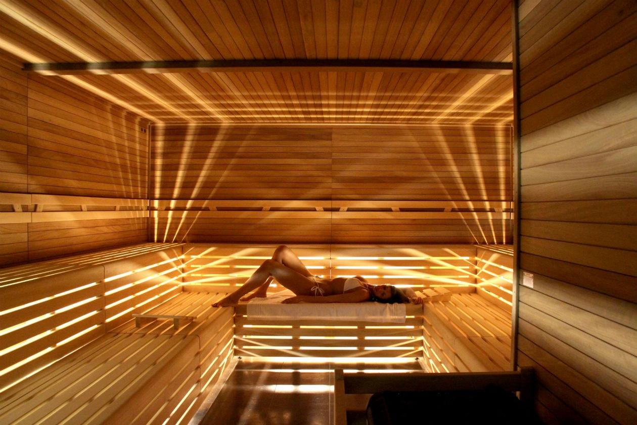 Dopo una sosta nella sauna di QC Termemilano, provate il massaggio alla testa con olio di argan