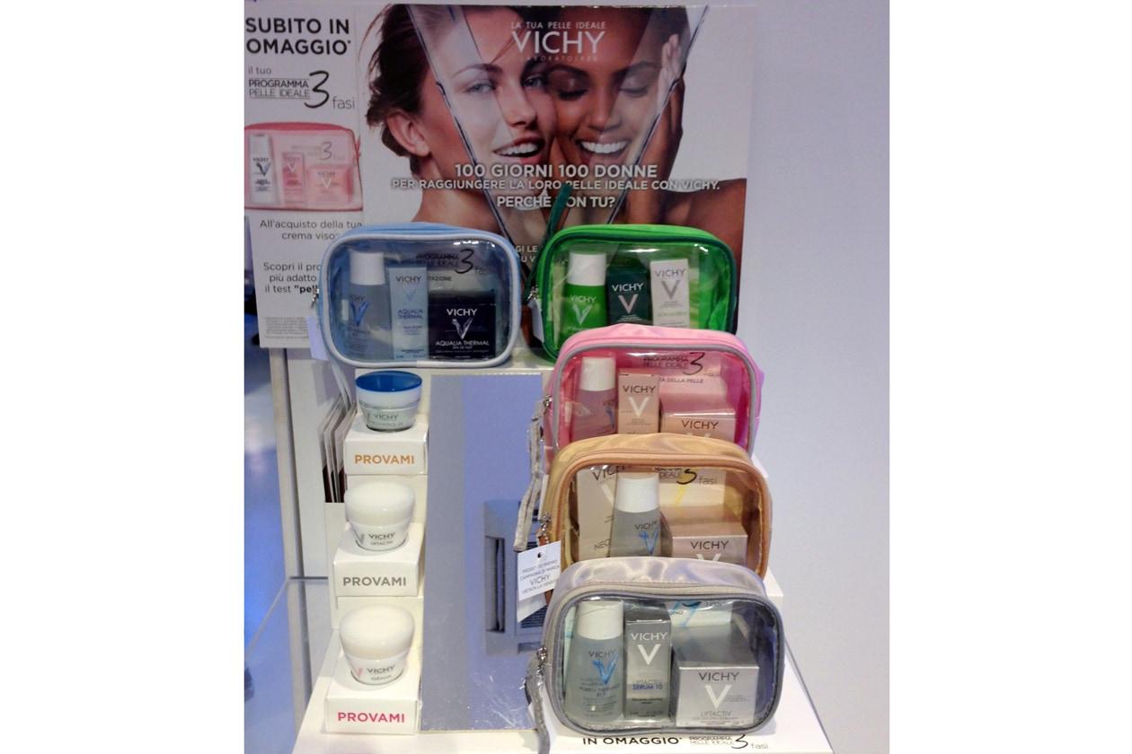 Il Kit è composto da una pratica trousse che contiene tre mini-modelli per detergere, trattare e trasformare la pelle