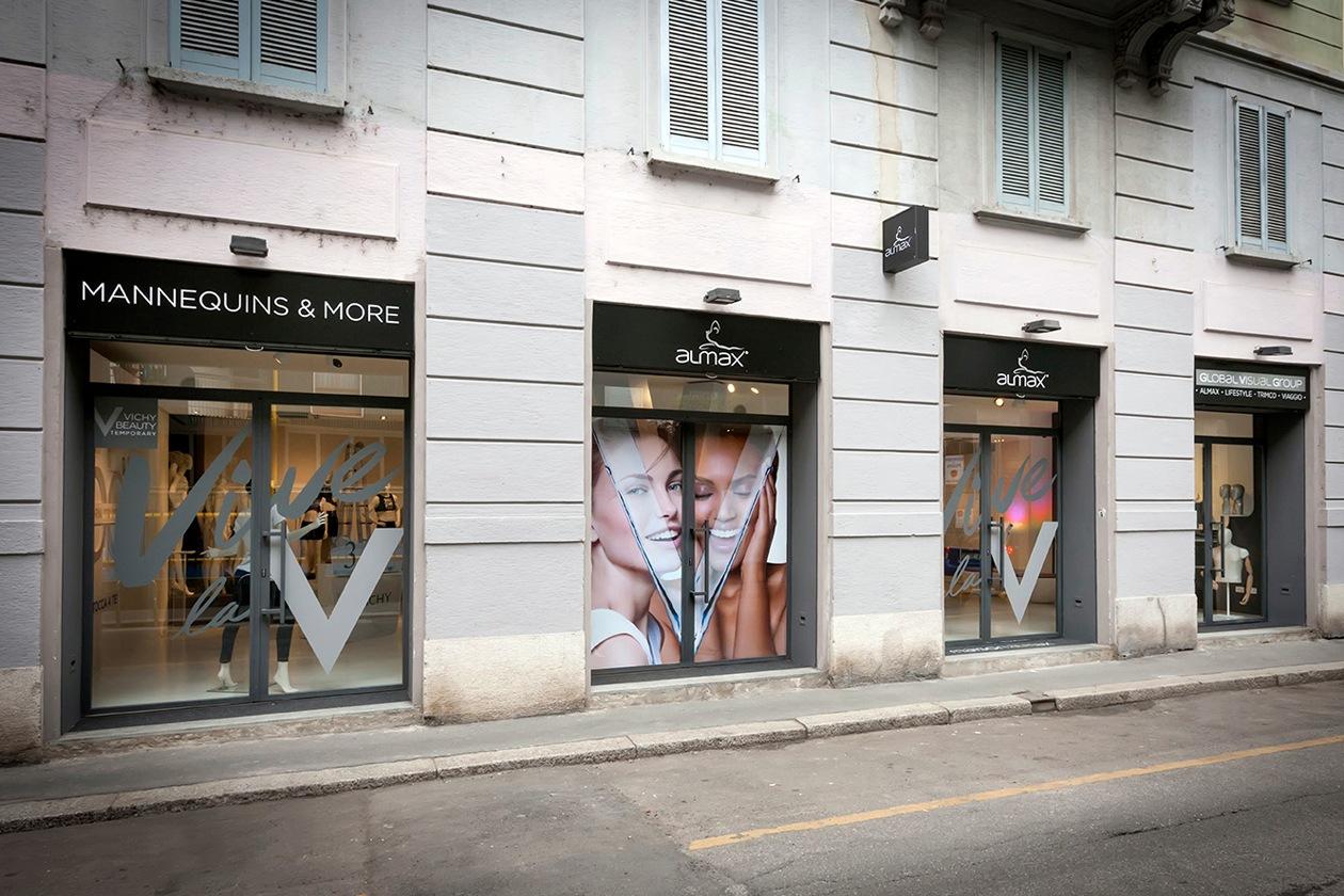"""Il temporary """"Vive la V"""" dove si è svolto l'evento, a Milano"""