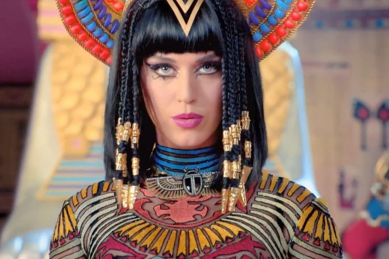 Katy Perry Cleopatra deusa gato Dark Horse 23