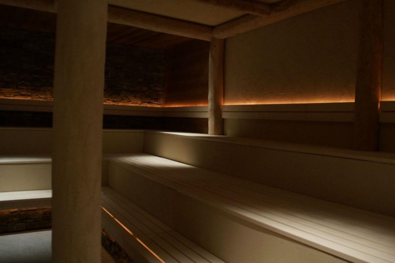 La Sauna del Castagno della Splash&SPA è realizzata con il legno di castagni locali
