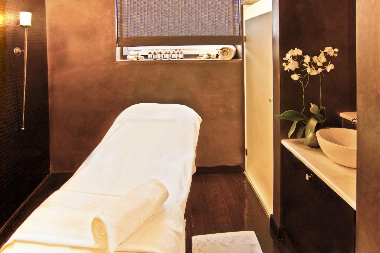 La spa dell'Hotel Villa Cora, a Firenze, è stata recentemente ampliata con una spa per i trattamenti di coppia e con una vasca riservata alla balnoterapia