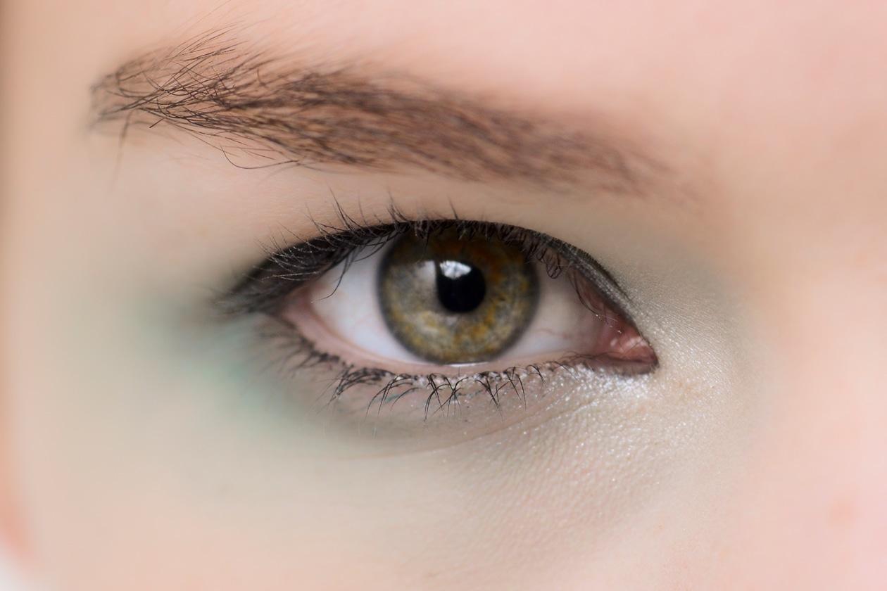 Le polveri sono opache o leggermente shimmer, mai troppo sature e sfumate anche su tutta la palpebra (Giorgio Armani)