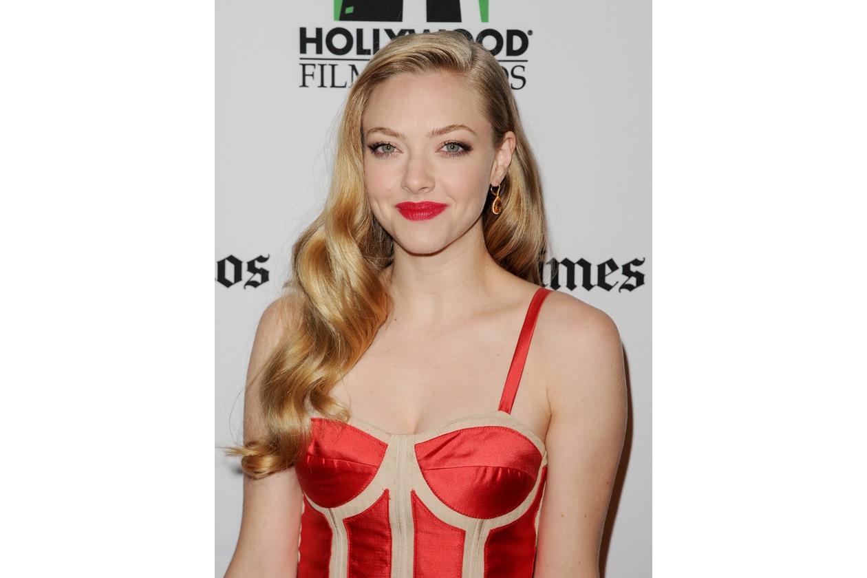 RED LIPS: rossetto rosso abbinato al vestito (2012)