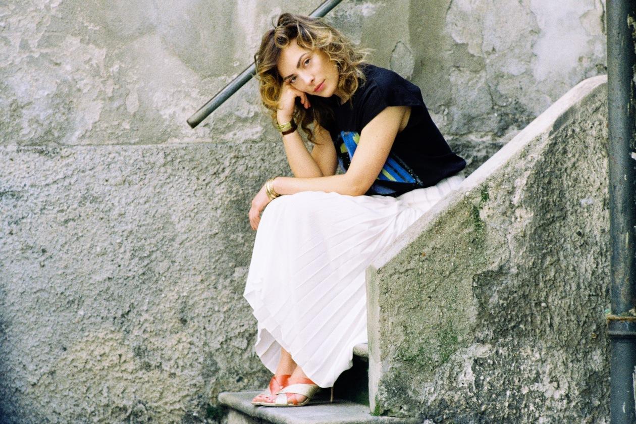Abiti e gonne plissé per Alessia Bossi