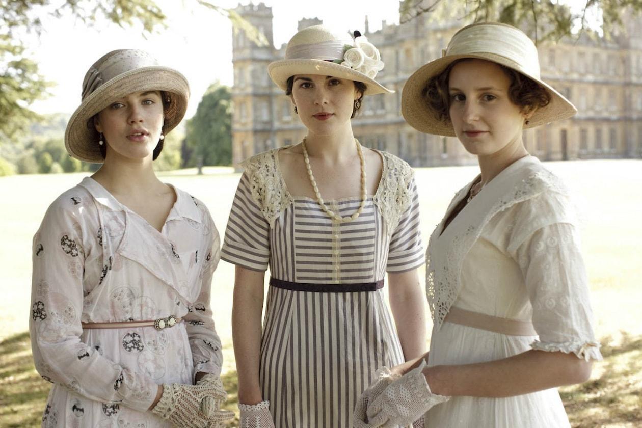 10 Michelle Dockery Laura Charmicael e Jessica Brown Findlay nei panni delle tre sorelle Crawley