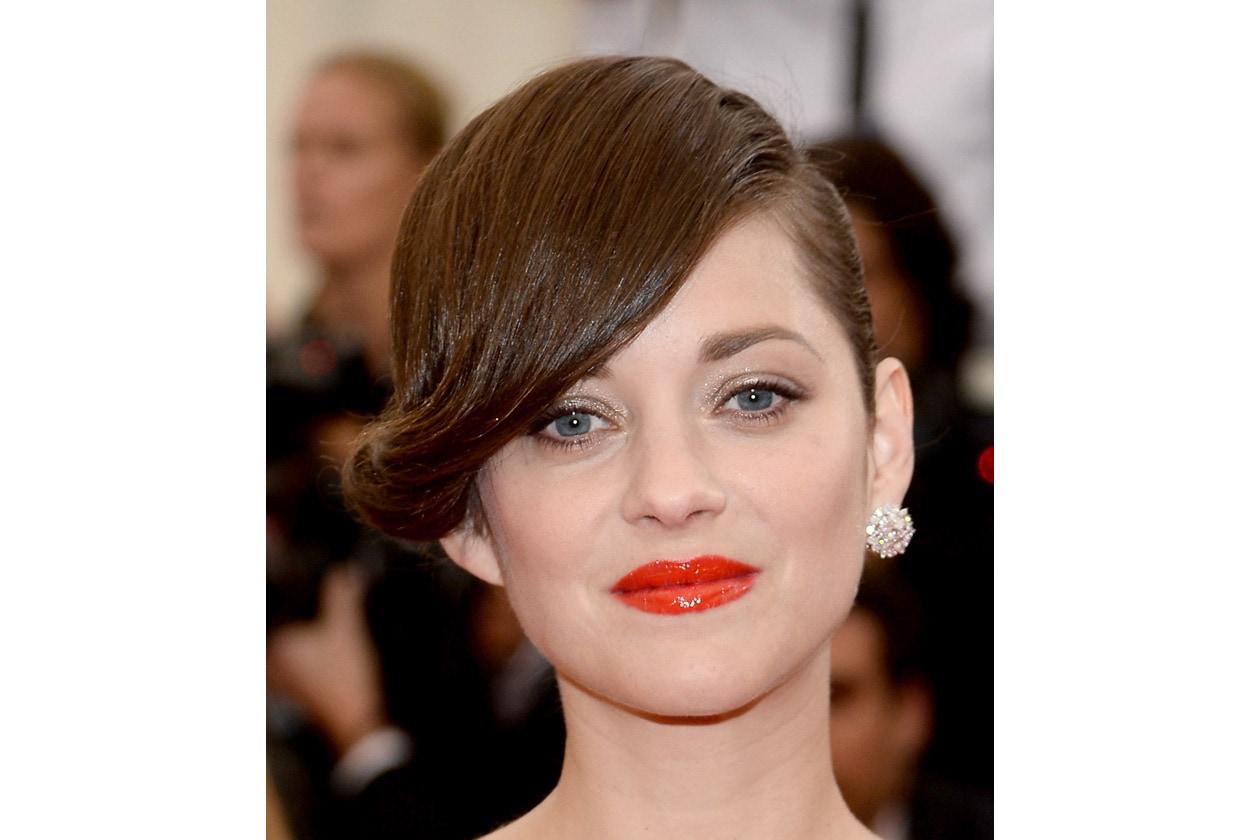 Bellissimo l'effetto vinilico del lipstick di Marion Cotillard