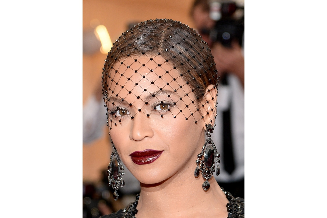 Beyoncé è fin troppo barocca per un gala che celebra il bianco….