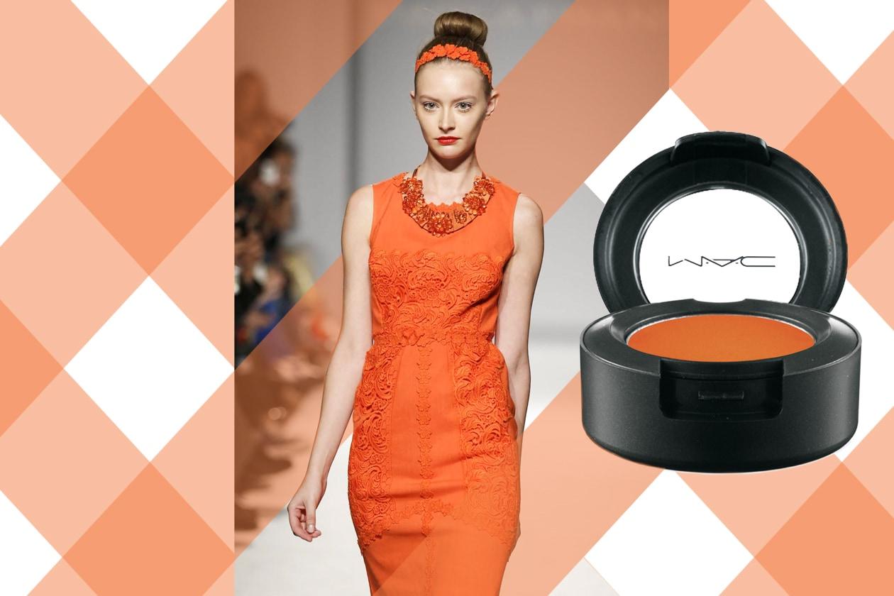 CELOSIA EYES: carica di colore con una polvere orange sulle palpebre (Paola Frani – MAC Cosmetics)