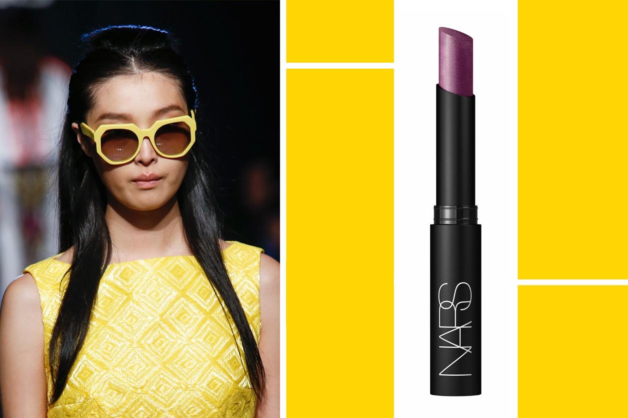 COPPIE TRENDY: due tonalità trendy, il giallo e il rosso, con sunglasses dal tocco vintage (Byblos) e labbra fredde per bilanciare il mood (Nars)