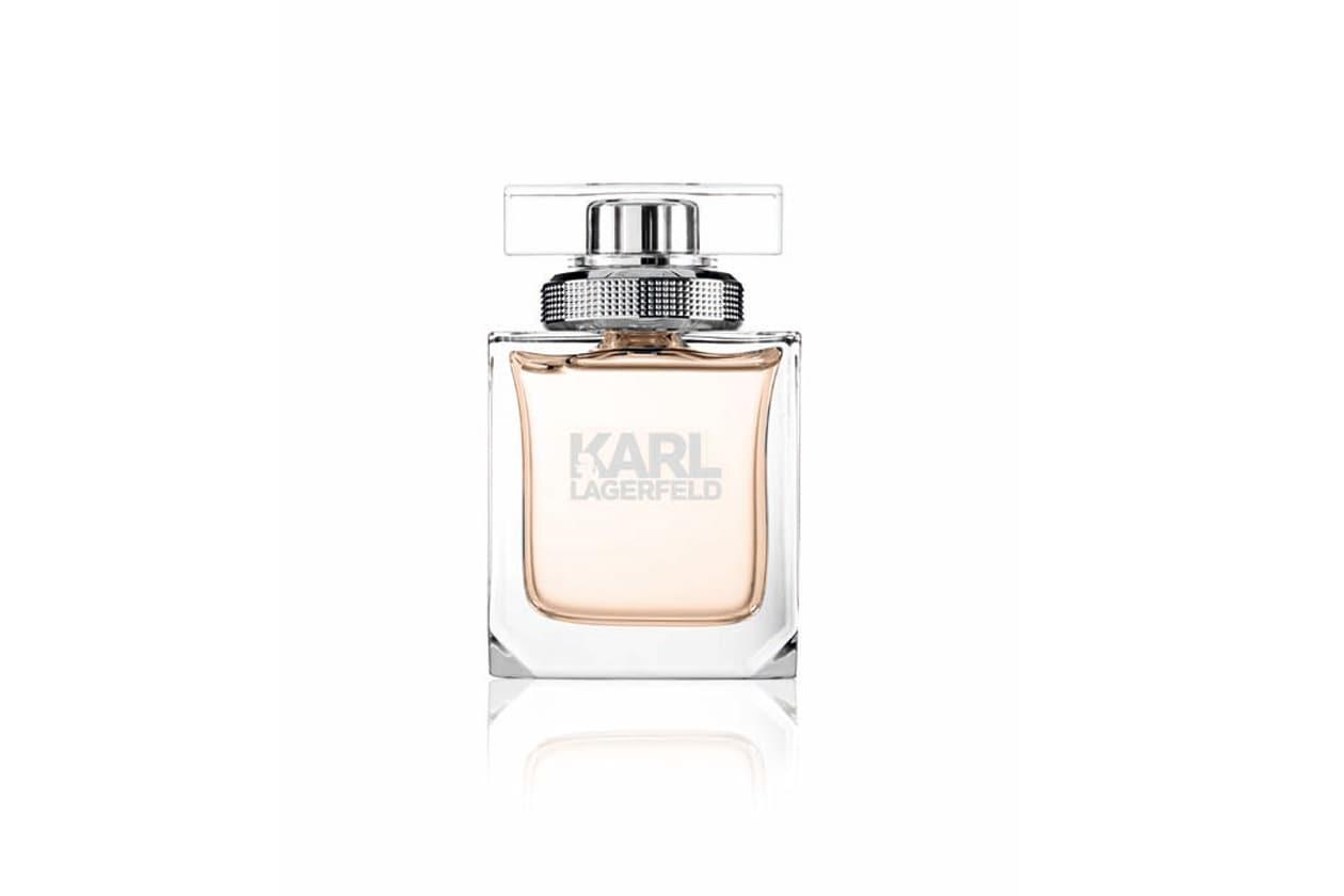 Eau de Parfum Karl Lagerfeld for Woman apre con un'irruzione di freschezza data dal limone per poi raggiungere un bouquet pieno di rose