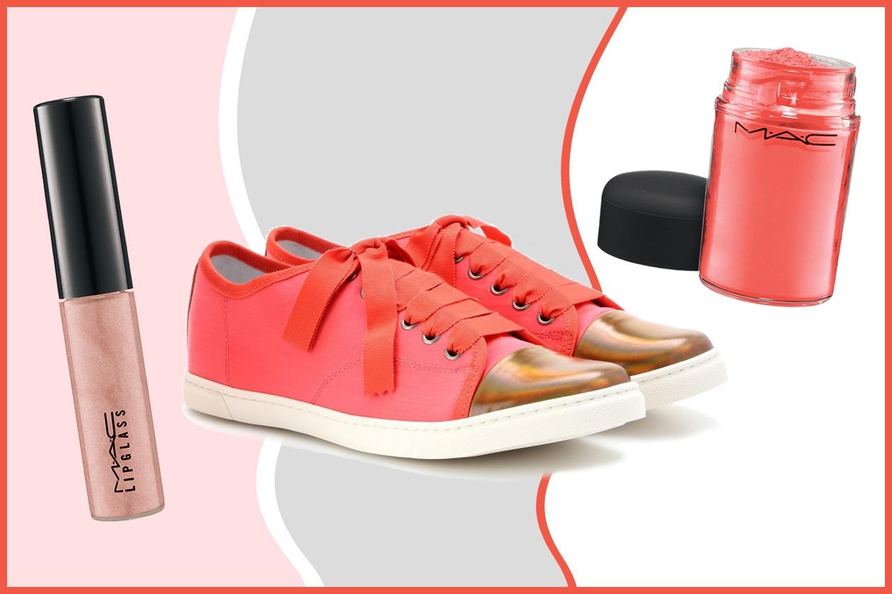 Joanie Cunningham indossa sempre un paio di sneaker (Lanvin). Nuance corallo/arancio e pink per il trucco (MAC)