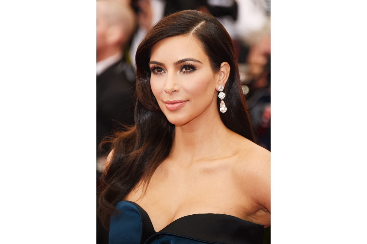 Kim Kardashian sfoggia un trucco senza eccessi