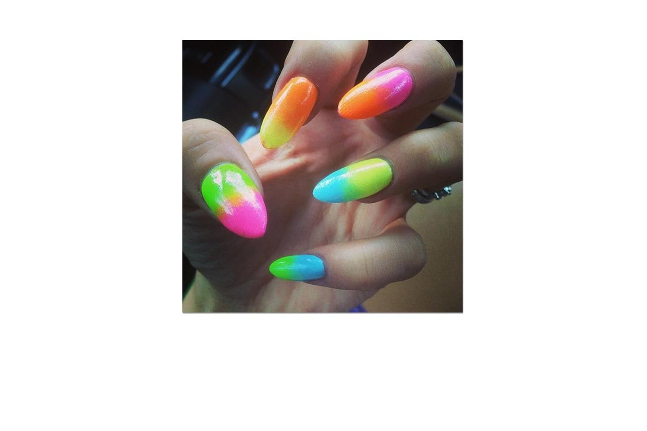 Nail art Neon by @nailsbymh