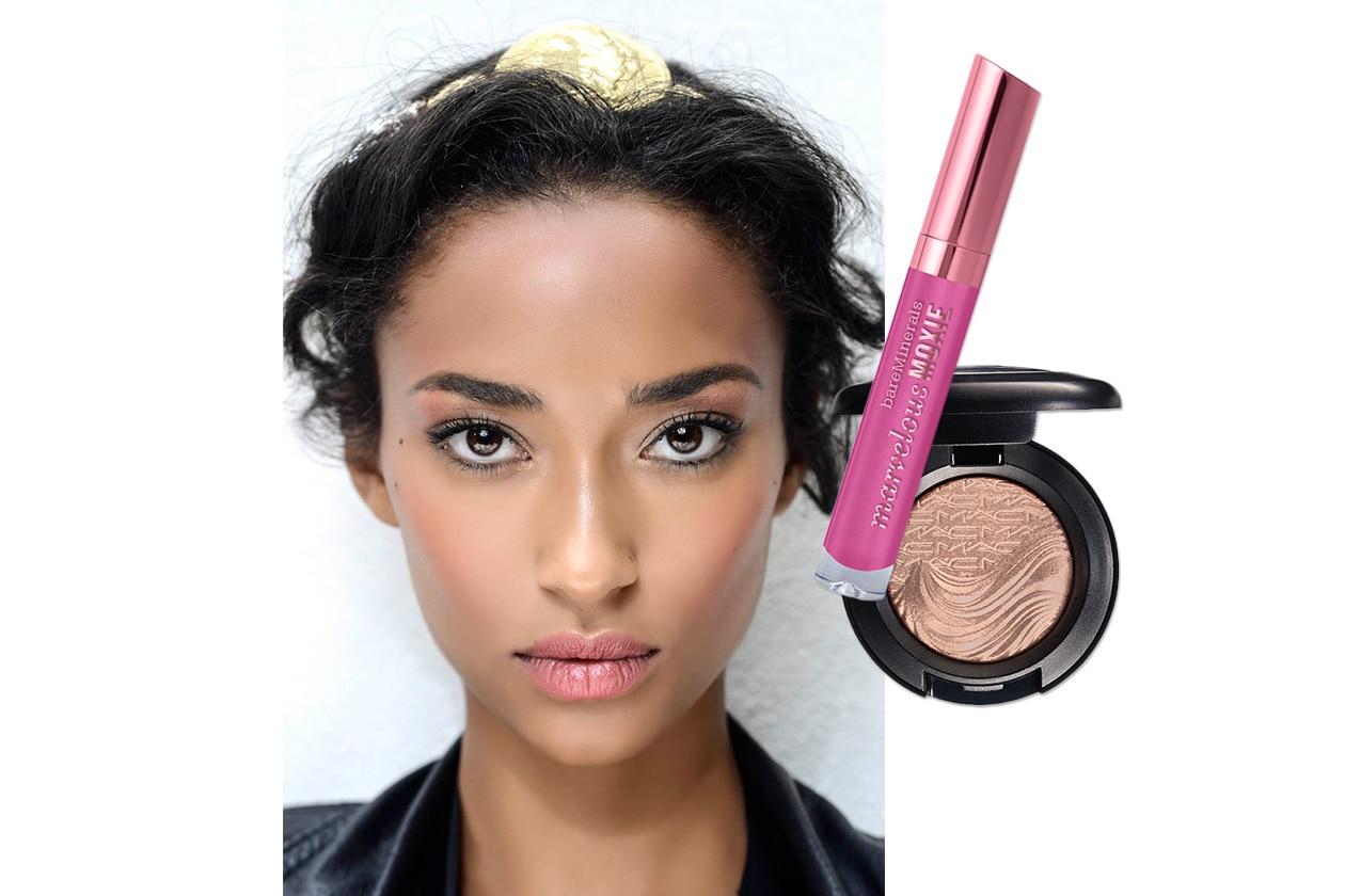 ROSSETTO ROSA INTENSO E POLVERI GOLD: look dalla sfilata di Dolce & Gabbana. Make up: bareMinerals – MAC Cosmetics