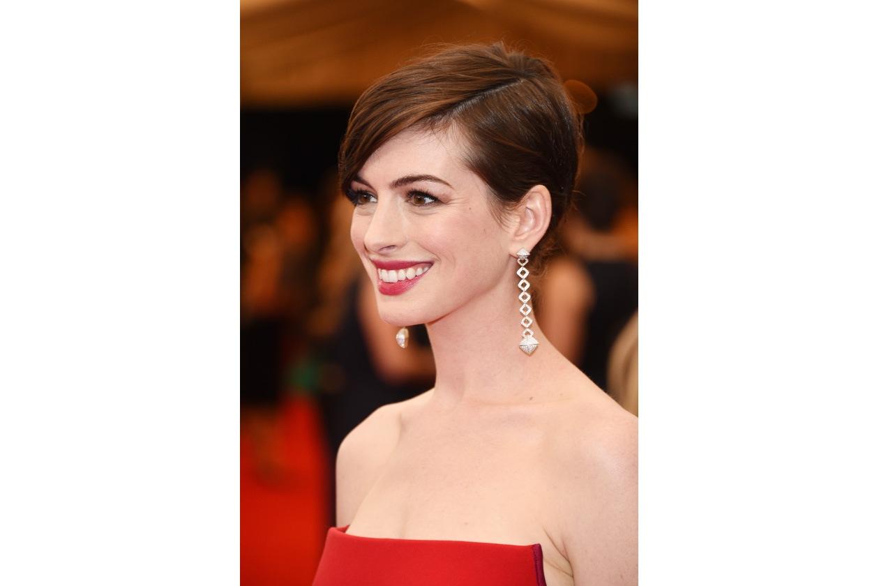 Rosa intenso per Anne Hathaway