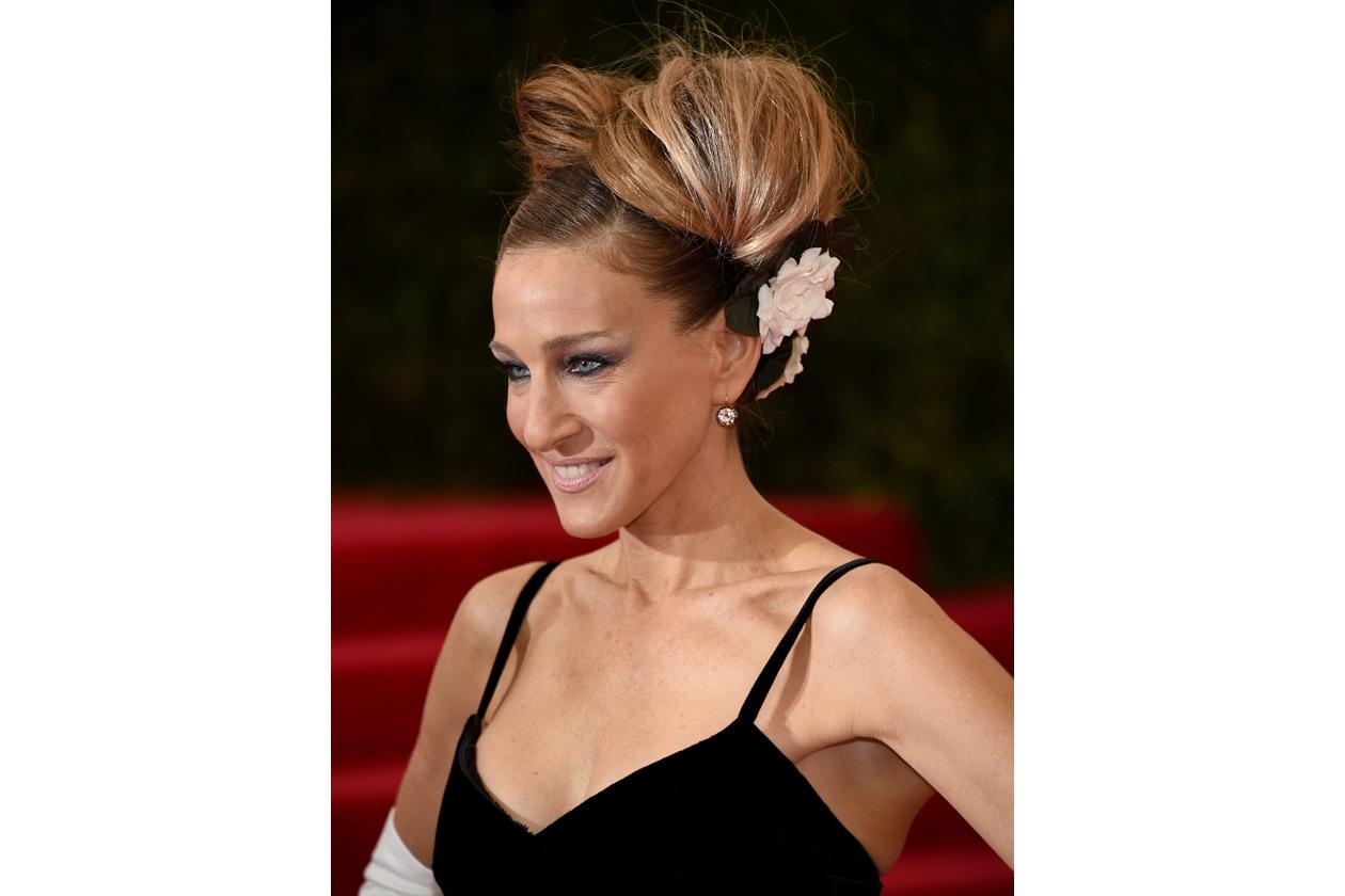 SMOKEY EYES COUTURE: smokey eyes mania tra le star hollywoodiane (nella foto: Sarah Jessica Parker)