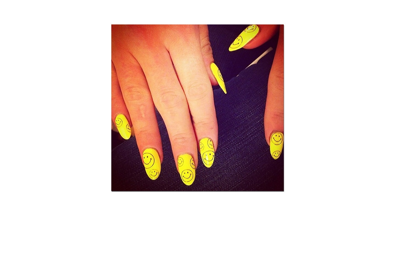 Scrive Lily: «@pharell would be proud of by @nailsbymh #neon #happy»