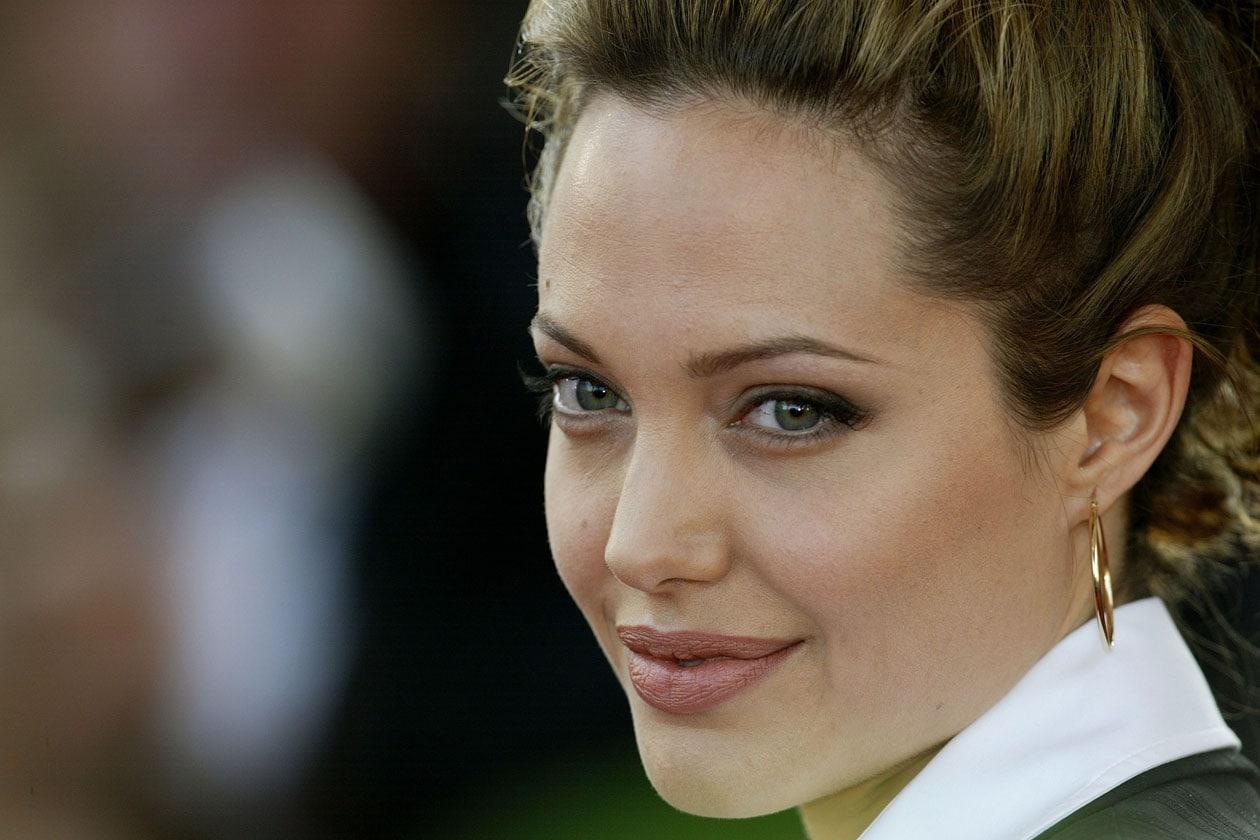 Segni particolari: un look minimalista. Anche sul red carpet di Cannes (2004)