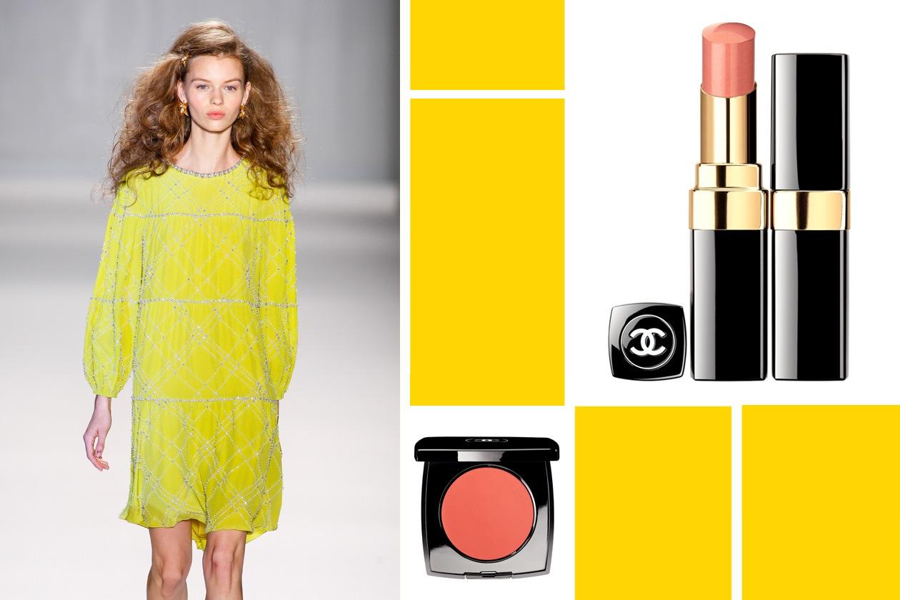 Tra giallo e pesca con il vestito di Jenny Packham, il blush e il rossetto di Chanel per un finish un po' doll un po' bon ton