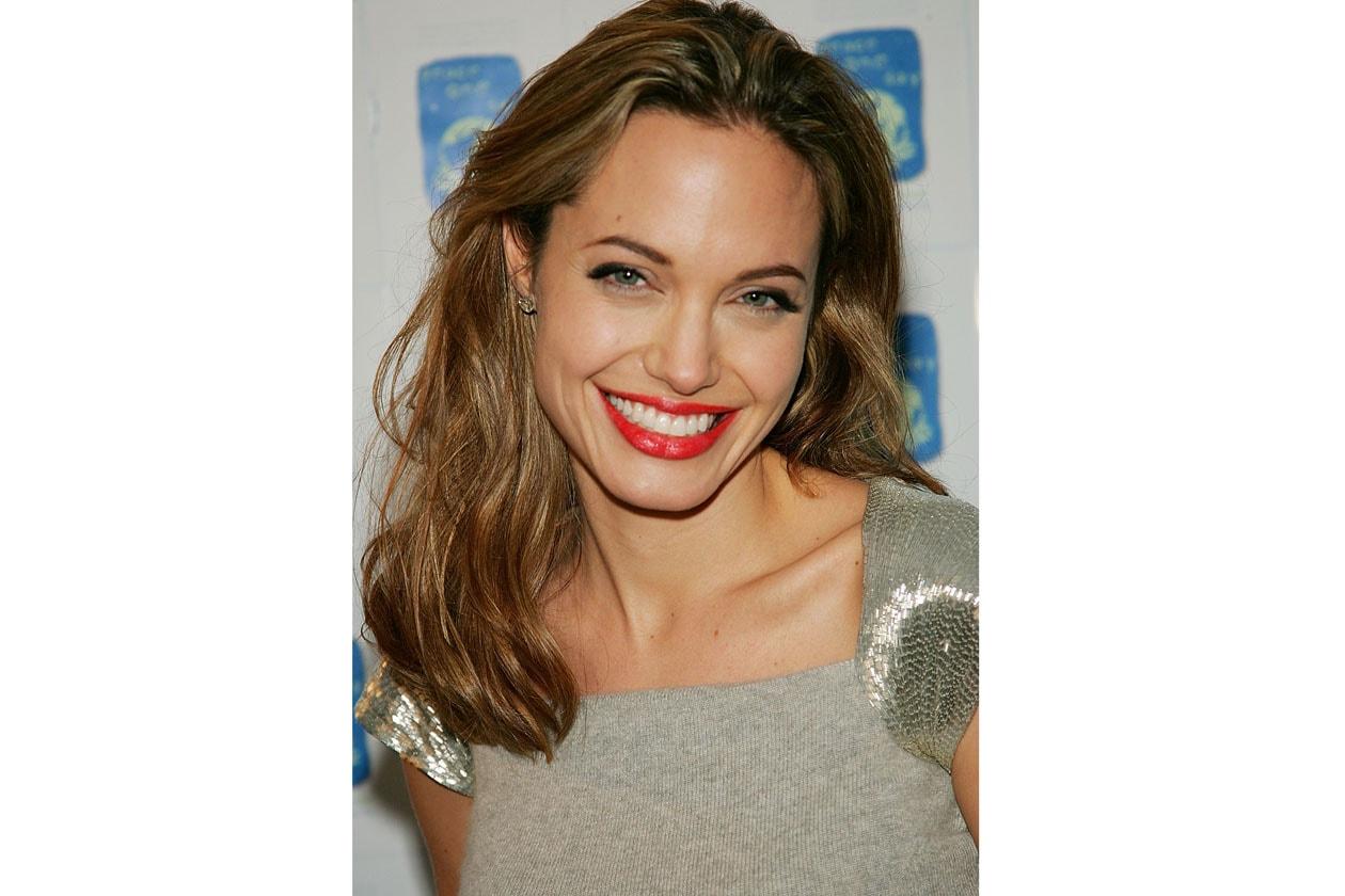 Un tocco di rosso per un sorriso sempre smagliante (2005)