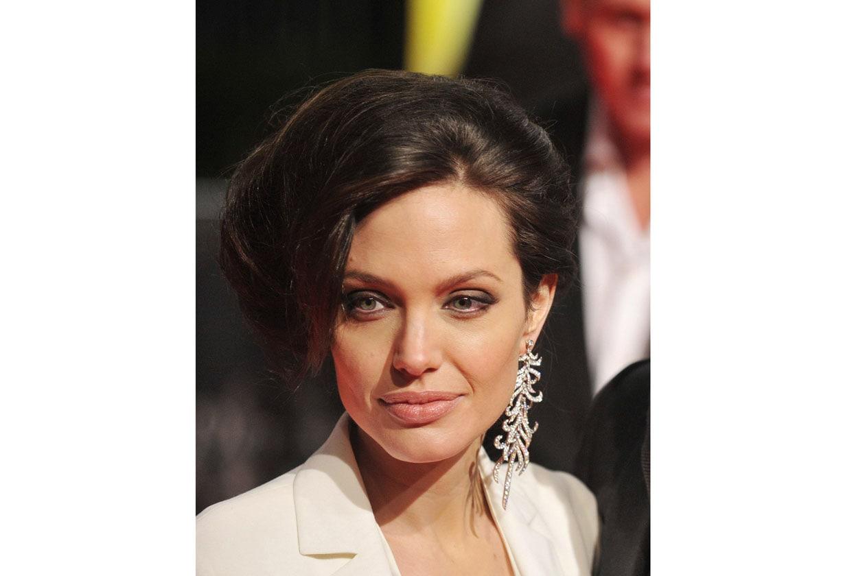 Volumi retrò per la chioma di Angelina (2009)