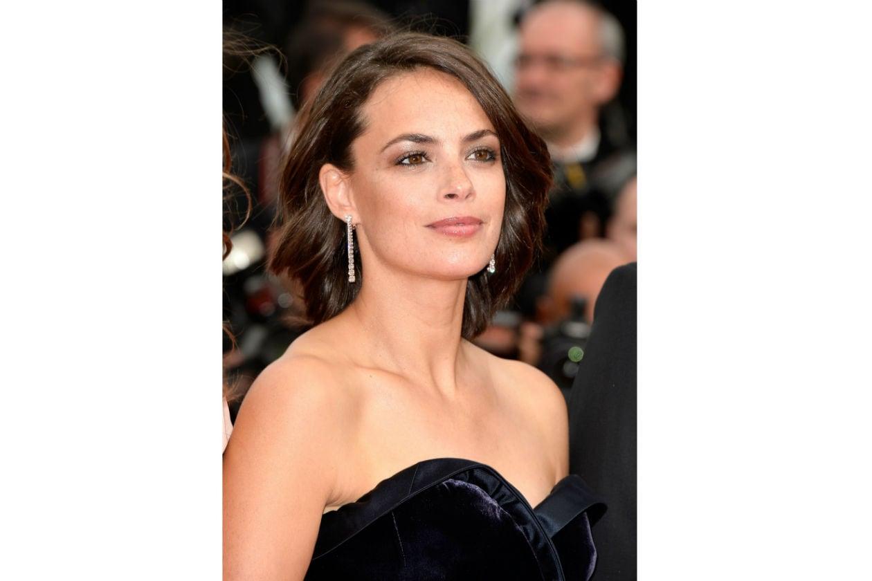 Berenice Bejo illumina la palpebra fissa per allargare lo sguardo