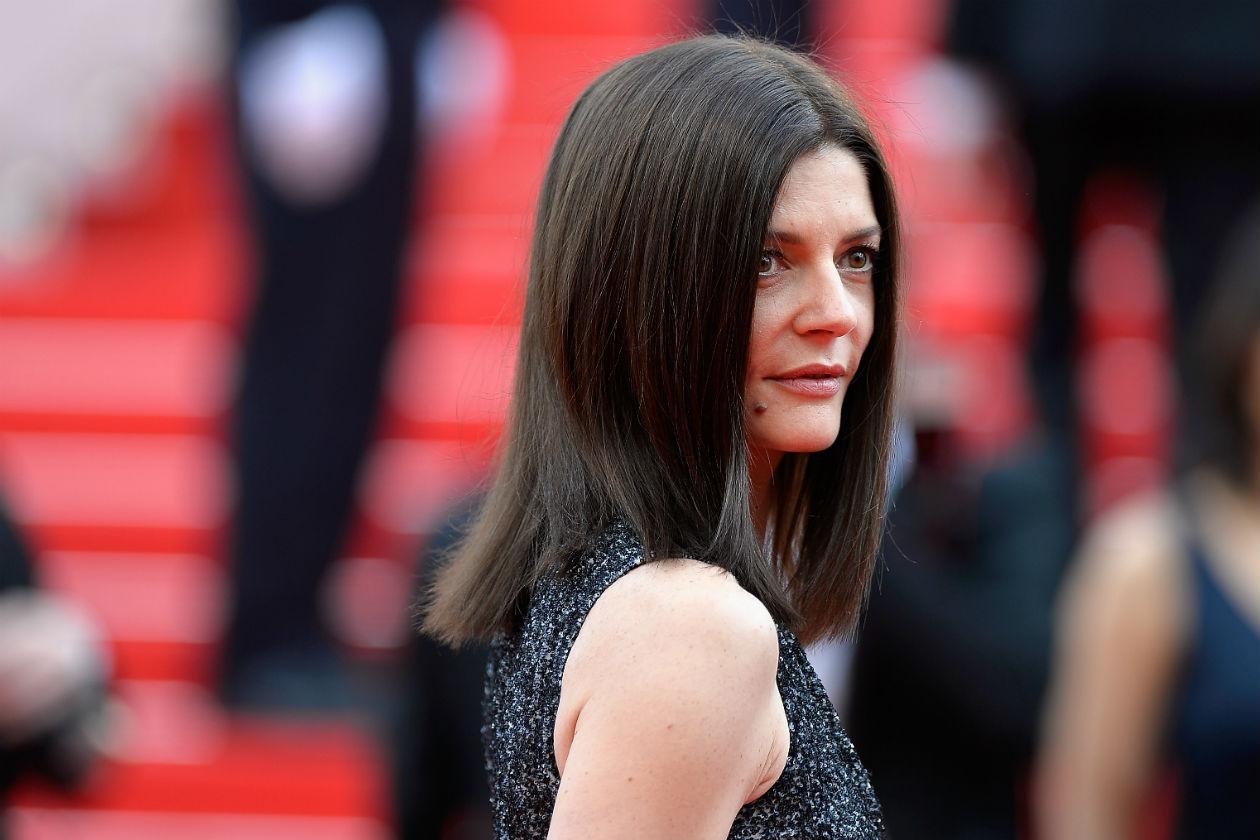 STRAIGHT HAIR: Miss Capelli a Spaghetto Chiara Mastroianni: se il look è glam, l'hair styling lascia un po' a desiderare. Peccato
