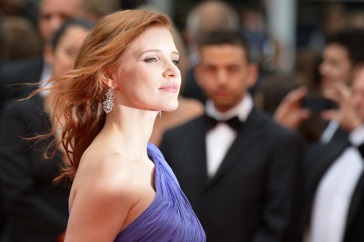 """Jessica sfoggia una chioma con onde lunghe dall'allure très chic anche sul red carpet di """"Foxcatcher"""""""