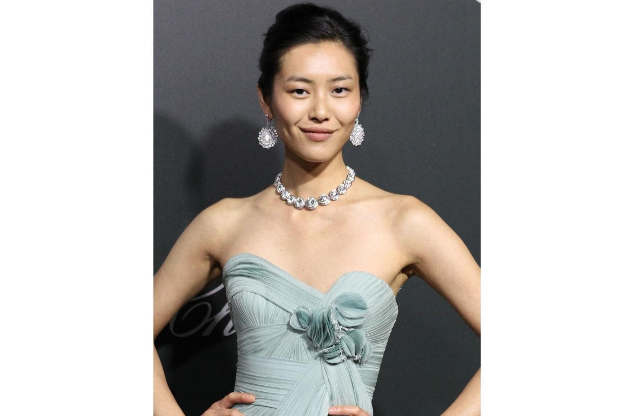 Liu Wen: raccolto classico e make up molto naturale