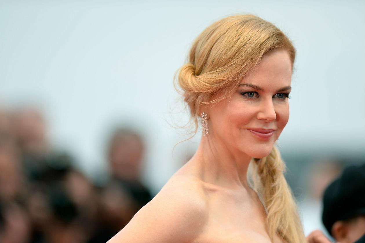 Nicole Kidman, una delle attrici protagoniste del red carpet francese, sceglie uno smokey eyes più delicato