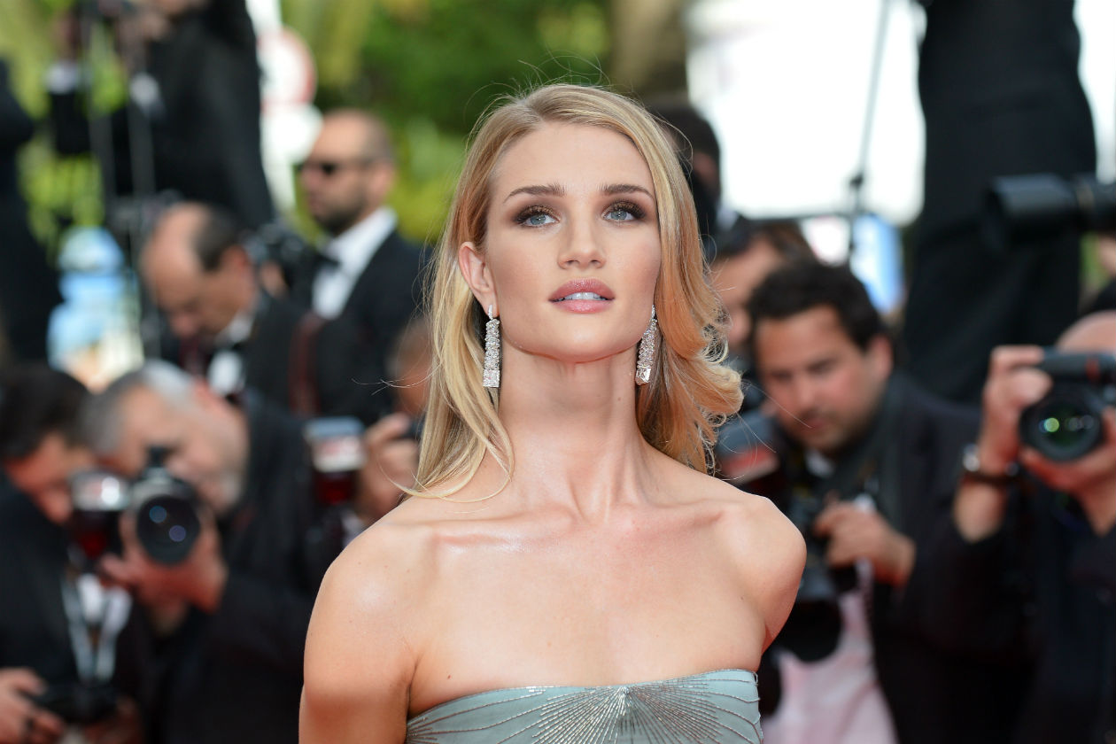 Impeccabile il make up di Rosie Huntington-Whiteley