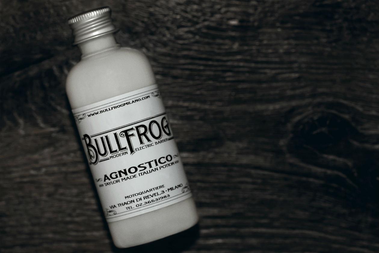 Effetto protettivo ed emolliente assicurato dal Balsamo Multifunzionale Agnostico di Bullfrog, ottimo per curare i danni da rasoio