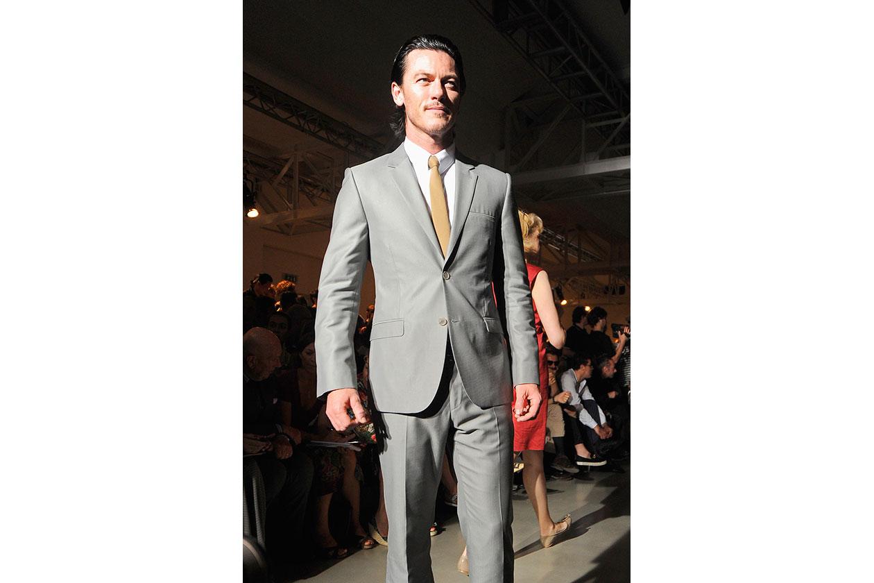 L'attore Luke Evans da Calvin Klein
