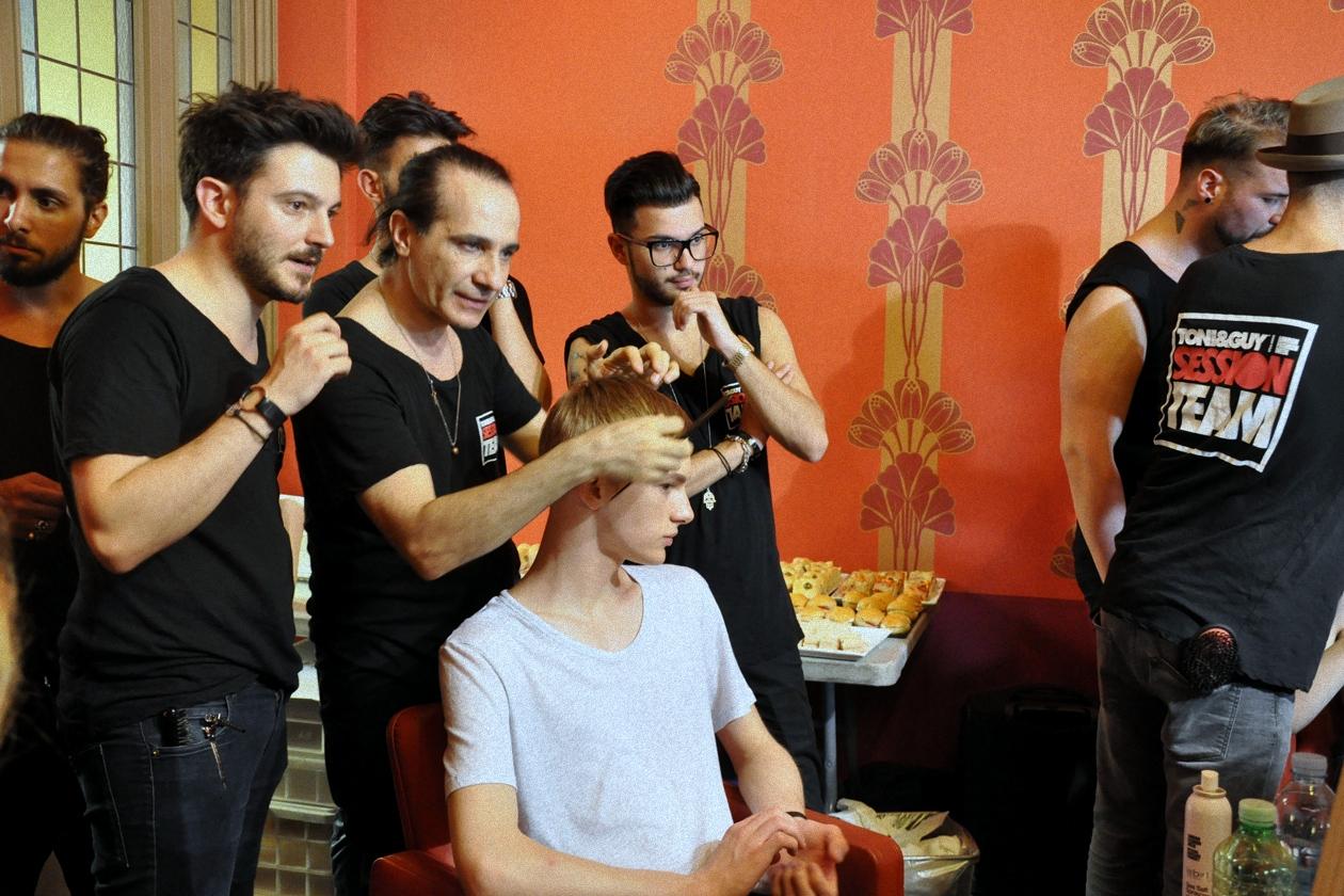 L'hair styling è stato curato da Fabrizio Palmieri di Toni&Guy