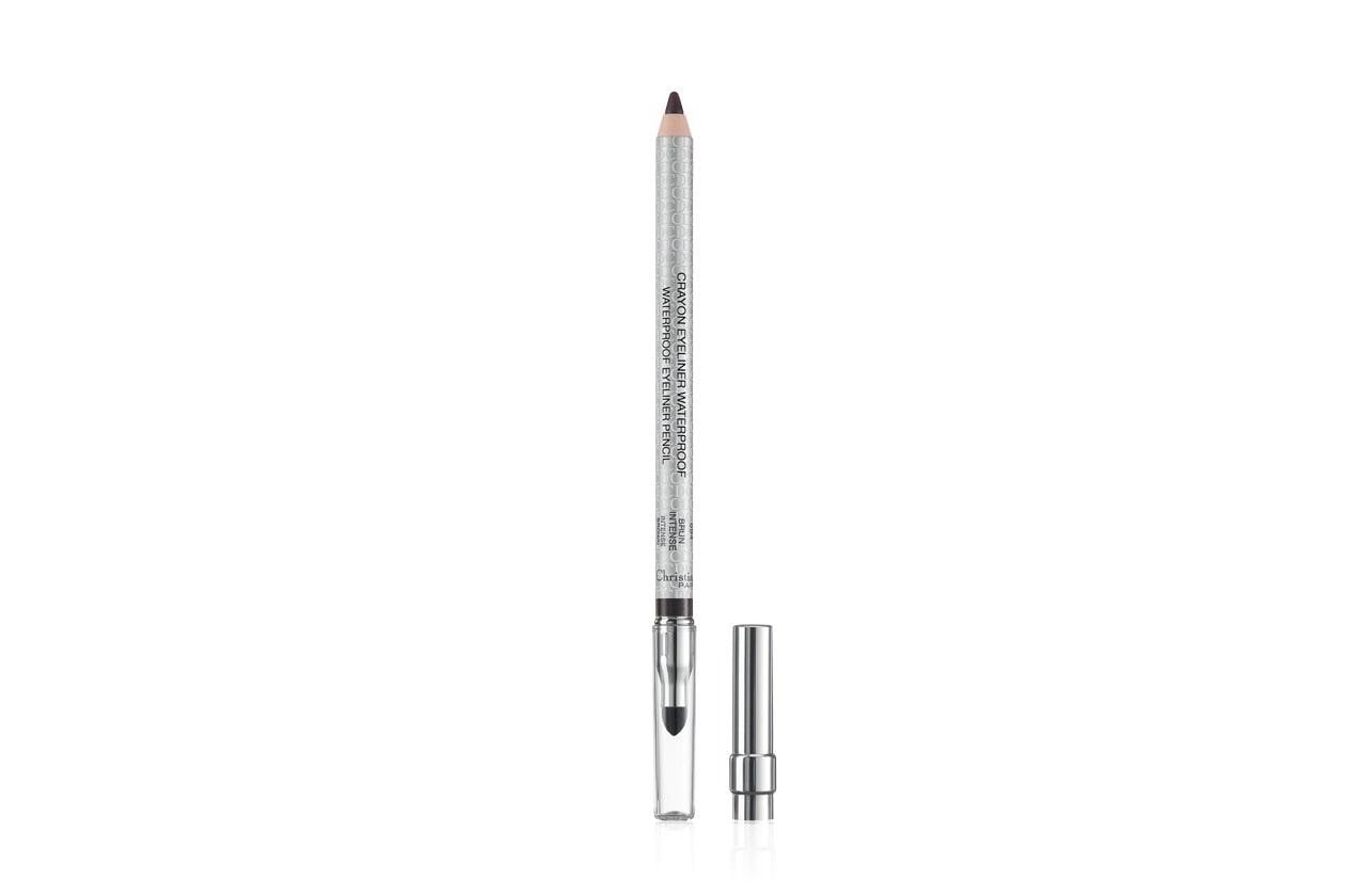 Per l'estate è perfetta una versione resistente all'acqua come la Waterproof Eyeliner Pencil in Brunette Intense di Christian Dior