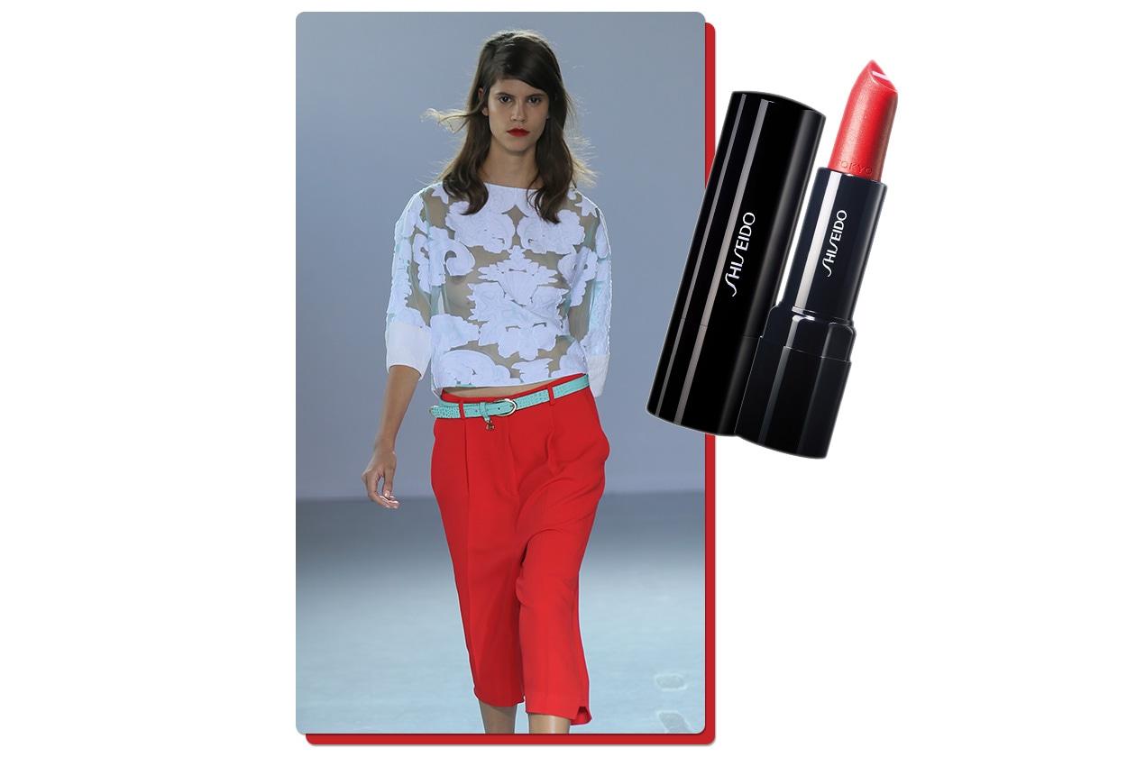 Rosso & Bianco, binomio elegante (Frankie Morello – Shiseido)
