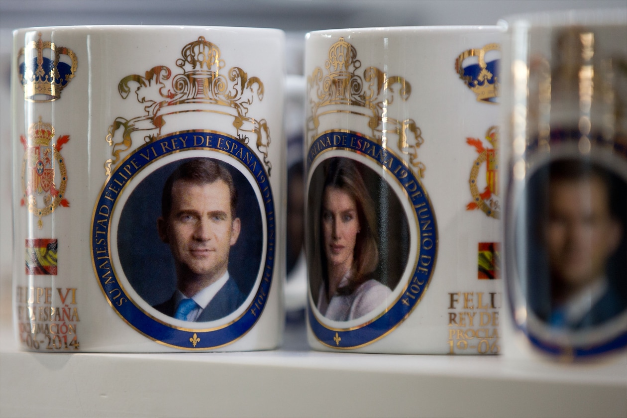 Anche se, per non sbagliare, una bella collezione di tazze borboniche in casa non ha mai fatto male a nessuno