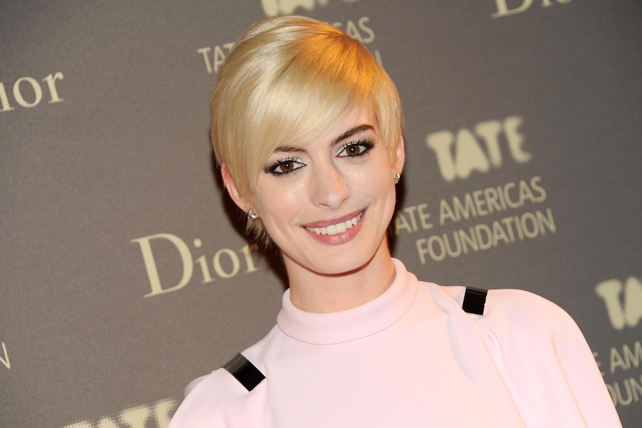 Anne Hathaway: troppo bionda, troppo platinata